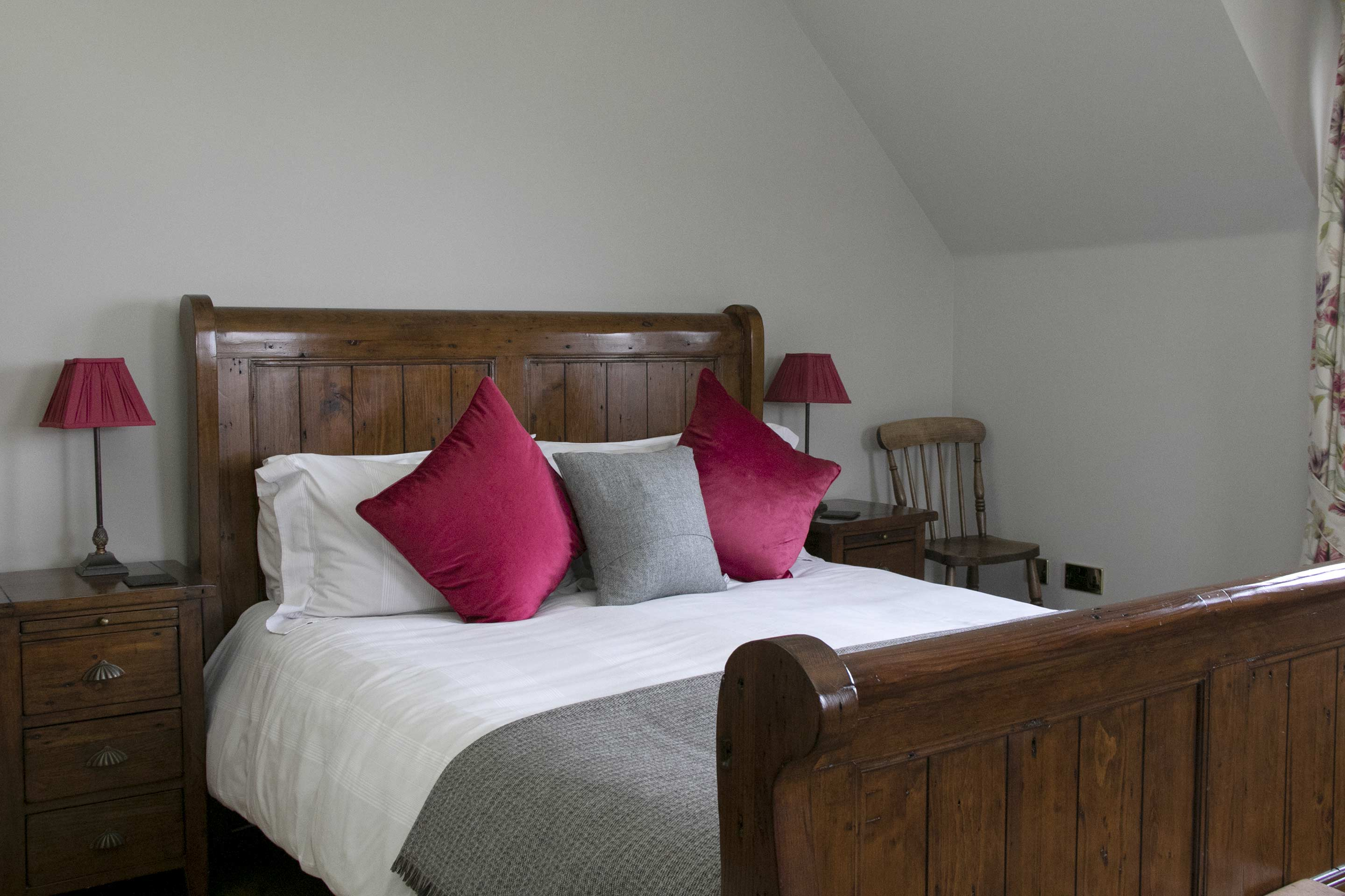 https://creaghouseskye.co.uk/wp-content/uploads/2019/09/creag-house-bedroom-2-004-1.jpg